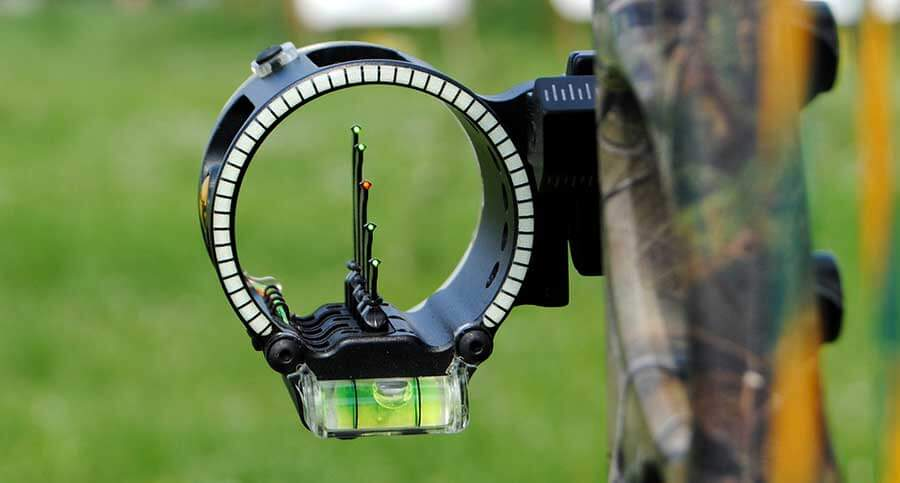 how to use compound bow sights featured